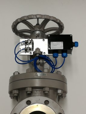 Limit switches mounted on Gate Valve